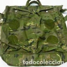 Militaria: ESTUPENDA BOLSA DE CASCO DE MANO EN COLOR VERDE PIXELADO-BOSCOSO CAPACIDAD 15 LITROS. Lote 90863992