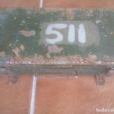 Militaria: ANTIGUA CAJA METALICA DE LAMPARAS Y BOMBILLAS USO MILITAR VEHICULO DE DEFENSA EJERCITO DE TIERRA .. Lote 88083816
