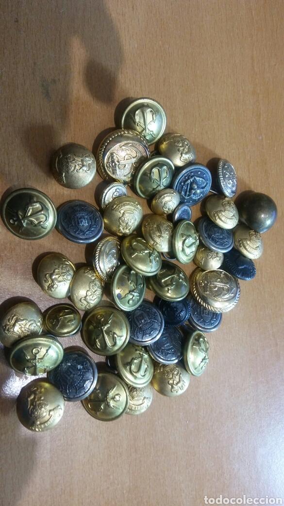 Militaria: Lotazo botones militares 42 piezas diferentes cuerpos - Foto 2 - 113191271