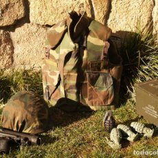 Militaria: CHALECO ANTIFRADMENTACION USA CON PLACAS. Lote 115612851