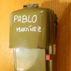 Militaria: ANTIGUA LINTERNA MILITAR DE CAMUFLAJE - PILA DE PETACA - PABLO MARTÍNEZ -. Lote 117253703