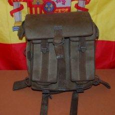 Militaria: MOCHILA MILITAR DE COMBATE AÑOS 80+VARIOS REGALOS. Lote 138948742