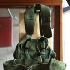 Militaria: LA LEGIÓN, CORREAJE SARGA AÑOS 80-90, CINTO, TRINCHAS, PISTOLERA Y RIÑONERA. Lote 140469746