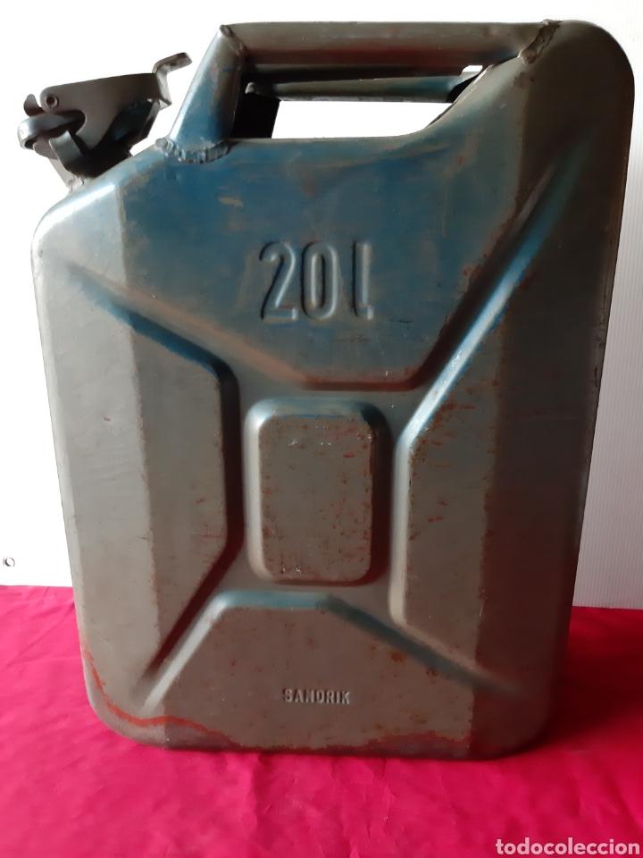 Militaria: Antiguo bidón de gasolina chapa los años 60 de 20 Litros completo - Foto 2 - 168627937