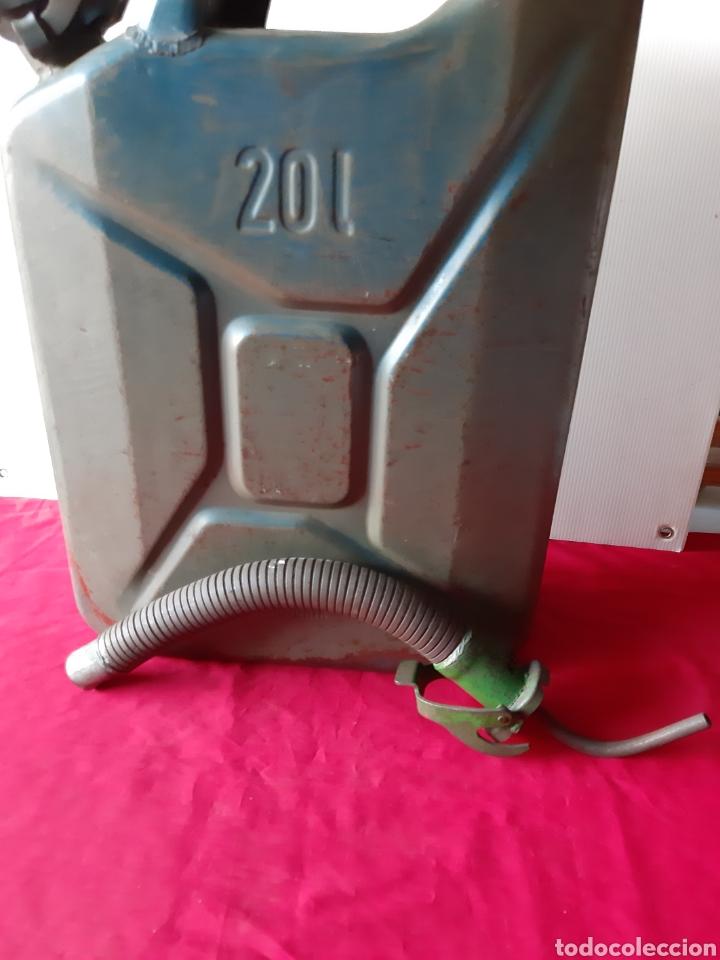 Militaria: Antiguo bidón de gasolina chapa los años 60 de 20 Litros completo - Foto 3 - 168627937