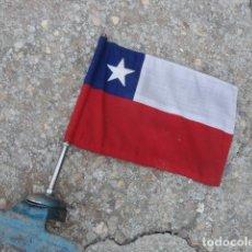 Militaria: ANTIGUO BANDERIN PARA COCHE BANDERA CHILE SOPORTE DE HIERRO MED 36 X 19,5 CM TELA BANDERA 29 X 19 CM. Lote 172422884