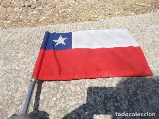Militaria: Antiguo banderin para coche Bandera Chile soporte de hierro med 36 X 19,5 cm tela bandera 29 X 19 cm - Foto 2 - 172422884
