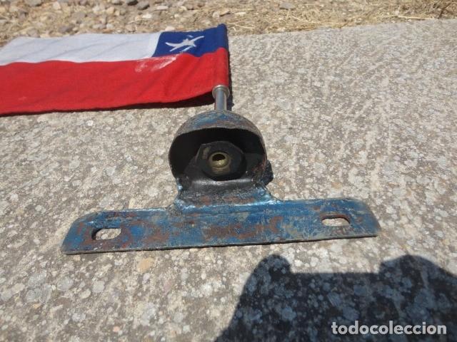 Militaria: Antiguo banderin para coche Bandera Chile soporte de hierro med 36 X 19,5 cm tela bandera 29 X 19 cm - Foto 3 - 172422884