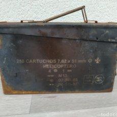 Militaria: CAJA CARTUCHOS DE HELICÓPTERO. Lote 183069291
