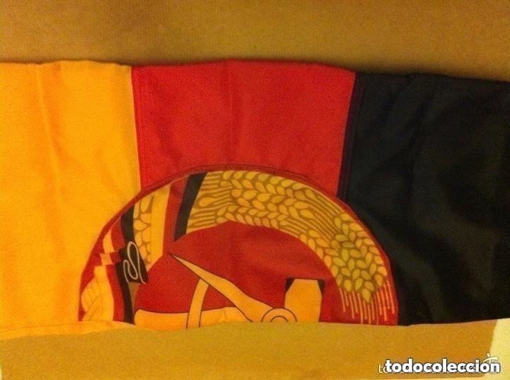 Militaria: DDR - bandera 92x57 cm. (completamente nueva) y bandera URSS - (80x155 cm.- pequeño roto en extremo) - Foto 2 - 183815443