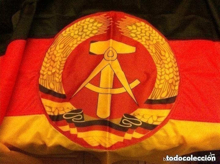 DDR - BANDERA 92X57 CM. (COMPLETAMENTE NUEVA) Y BANDERA URSS - (80X155 CM.- PEQUEÑO ROTO EN EXTREMO) (Militar - Equipamiento de Campaña)