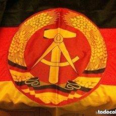 Militaria: DDR - BANDERA 92X57 CM. (COMPLETAMENTE NUEVA) Y BANDERA URSS - (80X155 CM.- PEQUEÑO ROTO EN EXTREMO). Lote 183815443