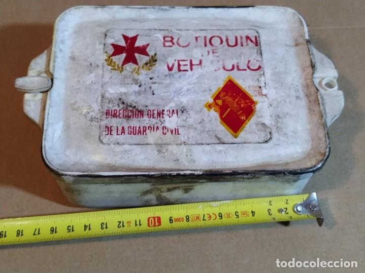 Militaria: BOTIQUIN DE VEHÍCULO GUARDIA CIVIL - AÑOS 60/70 (BASTANTE DESGASTADO) - Foto 2 - 187563583
