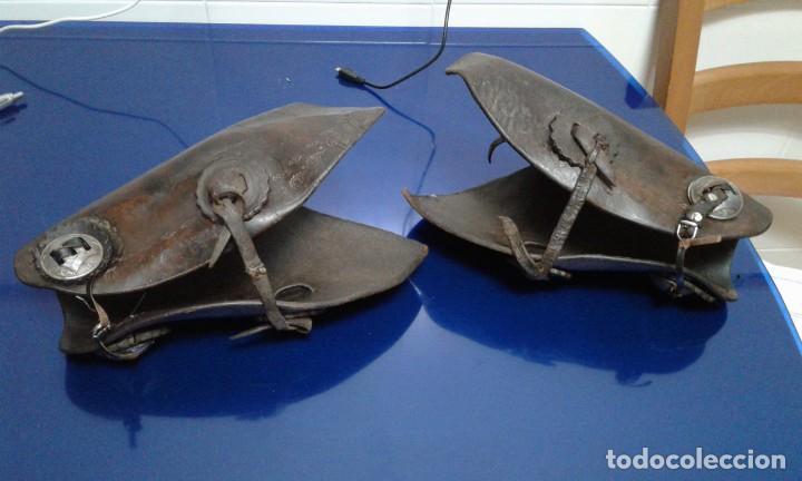 Militaria: Antiguos protectores de brazos de cuero,mangitos - Foto 2 - 194328130