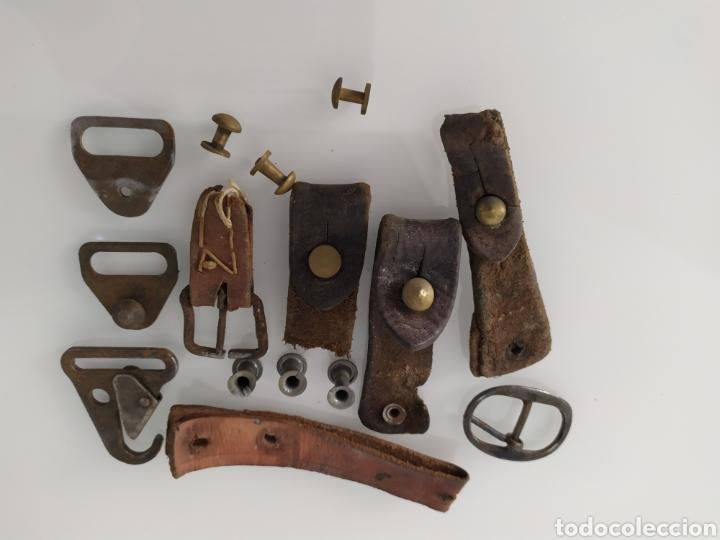 Militaria: Lote de restos de tetones, hebillas y correas para correa portafusil, tipo Cetme u otros. - Foto 15 - 199304117