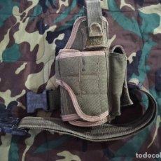 Militaria: FUNDA DE PISTOLA UNIVERSAL PISTOLERO TÁCTICA COLOR VERDE. Lote 219740572