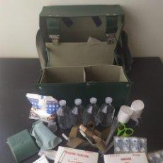 Militaria: BOLSA MILITAR DE CRUZ ROJA CON MEDICAMENTOS Y HERRAMIENTAS UNIÓN SOVIÉTICA AÑOS 70 ORIGINAL. Lote 264296176