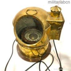 Militaria: COMPÁS DE BARCO O BITÁCORA. FABRICACIÓN INGLESA. CON BOMBILLA AÑADIDA.. Lote 276914128
