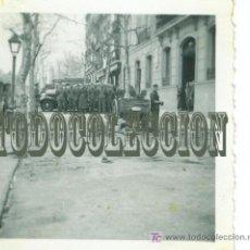 Militaria: + SOLDADOS LEGION CONDOR GUERRA CIVIL, ANTIGUA FOTO ORIGINAL, 6,2 X 6,2 CM. MADRID, A COMER. Lote 25182519