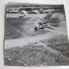 Militaria: FOTOGRAFIA Y NEGATIVO DEL AERODROMO DE CHINCHILLA EN ALBACETE - LLEGADA CARIBU AÑOS 70 - EJERCITO DE. Lote 23239564