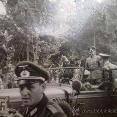 Militaria: FOTO ORIGINAL ALEMANA ADOLF HITLER SUBIENDO A SU COCHE. Lote 26482501