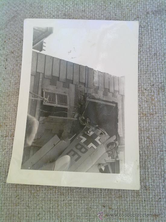 Militaria: FOTO ORIGINAL ALEMANA-FOTO AVION ALEMAN DERRIBADO SOBRE CASA IIWW - Foto 2 - 26363633