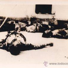 Militaria: FOTOGRAFIA ORIGINAL DE MUERTOS EN LA CARCEL DE ARAHAL SEVILLA A LA LLEGADA DEL EJERCITO NACIONAL.. Lote 43818874