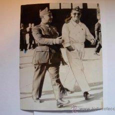 Militaria: FOTOGRAFIA ORIGINAL - GUERRA ESPAÑOLA - GENERAL FRANCISCO FRANCO CON AVIADOR COMANDANTE DE MARRUECOS. Lote 23594880