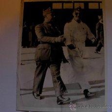 Militaria: FOTOGRAFIA ORIGINAL - AÑO 1936 - GENERAL FRANCISCO FRANCO CON AVIADOR COMANDANTE DE MARRUECOS. Lote 23594881