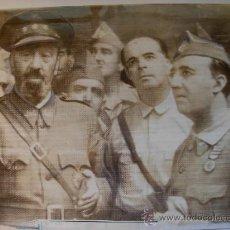 Militaria: FOTOGRAFIA ORIGINAL GUERRA CIVIL - CORONEL MOSCARDO CONDECORADO POR EL REBELDE FRANCO AÑO 1936. Lote 24301732