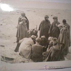 Militaria: FOTOGRAFIA OROGINAL GUERRA CIVIL ESPAÑOLA - TROPAS MORAS DE FRANCO TOMANDO CAFE- AÑO 1938. Lote 24091248