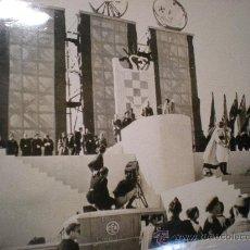 Military - FOTO ORIGINAL GUERRA CIVIL ESPAÑOLA - burgos - FRANCO EN ENORME TRIBUNA CELEBRANDO...AÑO 1937 - 24091249