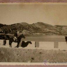 Militaria: ANTIGUA FOTOGRAFIA DE PLENA GUERRA CIVIL - CABALLERIA DEL FRENTE DE TERUEL - 1938 - MIDE 12,5 X 8 C. Lote 17143420