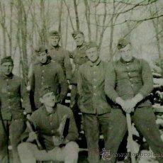 Militaria: FOTO ORIGINAL ALEMANA SOLDADOS ALEMANES TRABAJANDO IIWW. Lote 20259995