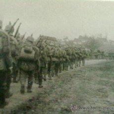 Militaria: FOTO ORIGINAL ALEMANA SOLDADOS ALEMANES MARCHANDO I GUERRA MUNDIAL. Lote 27445158