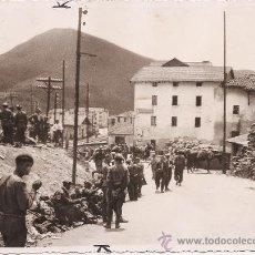 Militaria: FOTOGRAFIA ORIGINAL GUERRA CIVIL- SOLDADOS NACIONALES CERCA DE TERUEL- 23 FEBRERO 1938. Lote 24301735