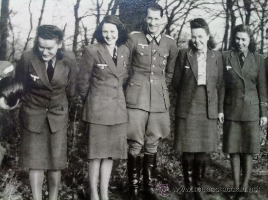 FOTO ORIGINAL ALEMANA SOLDADOS Y FUNCIONARIAS ALEMANAS IIWW (Militar - Fotografía Militar - II Guerra Mundial)