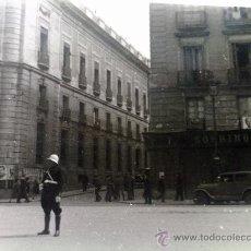 Militaria: FOTO ORIGINAL ESPAÑOLA ,MADRID EPOCA FRANQUISTA ,CARTELES FRANCO. Lote 27551190