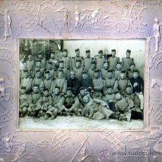 Militaria: MUY INTERESANTE FOTOGRAFIA DE UNOS MILITARES CURIOSO MARCO -CARTON-TAMBIEN CON TEMA MILITAR. Lote 19324943