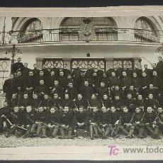 Militaria: FOTOGRAFIA DE SOLDADOS ALFONSINOS. REAL CLUB MARITIMO DE BARCELONA. GRANDE TAMAÑO.. Lote 24382319