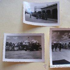 Militaria: LOTE DE 3 FOTOS DE DESFILE Y REVISTA A TROPAS DE REGULARES, EL AAIUN, SAHARA. Lote 27234137