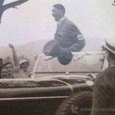 Militaria: FOTO ORIGINAL DE ADOLF HITLER EN SU COCHE. Lote 27139745