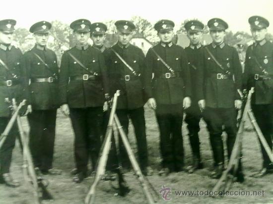 Militaria: 2 FOTOS ORIGINALES ALEMANAS ,POLICIA Y ESCUDO ,IIWW - Foto 2 - 21798887