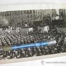 Militaria: FOTOGRAFIA DE PRENSA DOCUMENTADA CON FRANCO EN LA PRESIDENCIA - DESFILE EN LA CASTELLANA - AÑO 1944. Lote 23514727