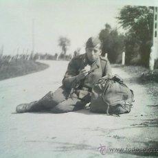 Militaria: FOTO ORIGINAL SOLDADO DE LA LUFTWAFFE DESCANSANDO ,IIWW. Lote 23554996