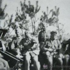 Militaria: II GUERRA MUNDIAL FOTO SOLDADOS ALEMANES JUNTO A CAÑON 100% ORIGINAL . Lote 23780645