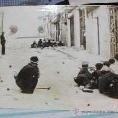 Militaria: FOTOGRAFIA ORIGINAL GUERRA CIVIL- TIROTEO EN LAS CALLES DE TOLEDO AÑO 1936. Lote 24741856