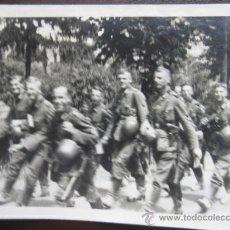 Militaria: FOTO 100% ORIGINAL II GUERRA MUNDIAL SOLDADOS ALEMANES HACIA EL FRENTE . Lote 24975247