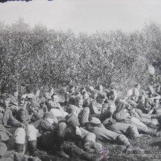 Militaria: FOTO 100% ORIGINAL II GUERRA MUNDIAL SOLDADOS ALEMANES DESCANSANDO TUMBADOS . Lote 24975274