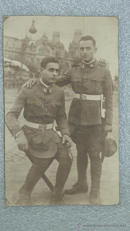 GRAN FOTOGRAFIA DE CARTON DE DOS MILITARES ESPAÑOLES INGENIEROS ZAPADORES CON CHAMBERGO. (Militar - Fotografía Militar - Otros)